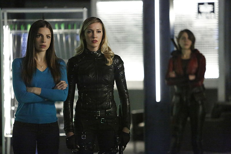 """Arrow -- """"Taken"""" -- Image AR415b_0062.jpg -- Pictured (L-R): Anna Hopkins as Samantha, Katie Cassidy as Laurel Lance/Black Canary, and Willa Holland as Thea Queen / Speedy -- Photo: Bettina Strauss/ The CW -- © 2016 The CW Network, LLC. All Rights Reserved."""