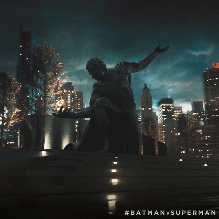 batman-vs-superman-statue-two