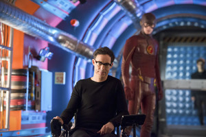"The Flash -- ""Flash Back"" -- Image: FLA217b_0307b.jpg -- Pictured (L-R) Tom Cavanagh as Harrison Wells and Grant Gustin as The Flash -- Photo: Diyah Pera/The CW -- © 2016 The CW Network, LLC. All rights reserved."