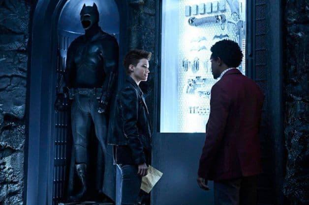 Batwoman rubi rosa camrus johnson o cw batman terno