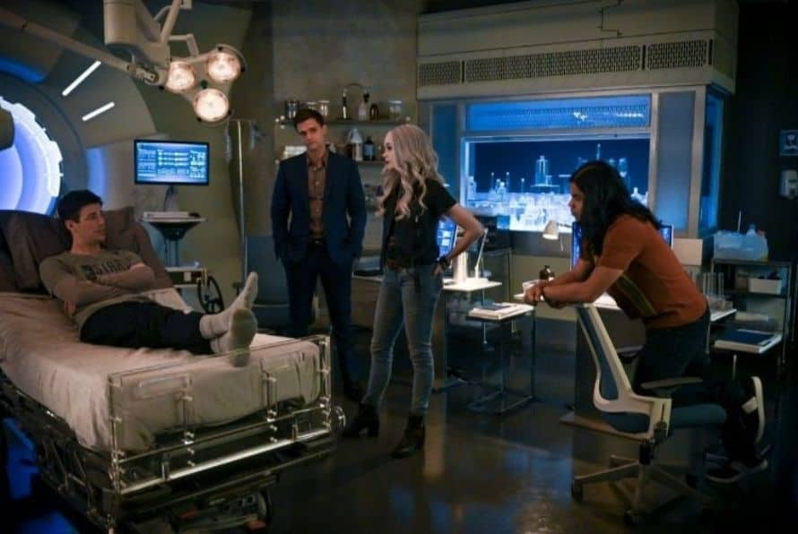 The Flash Grant Gustin John Wesley Shipp Jay Garrick Lightning Team