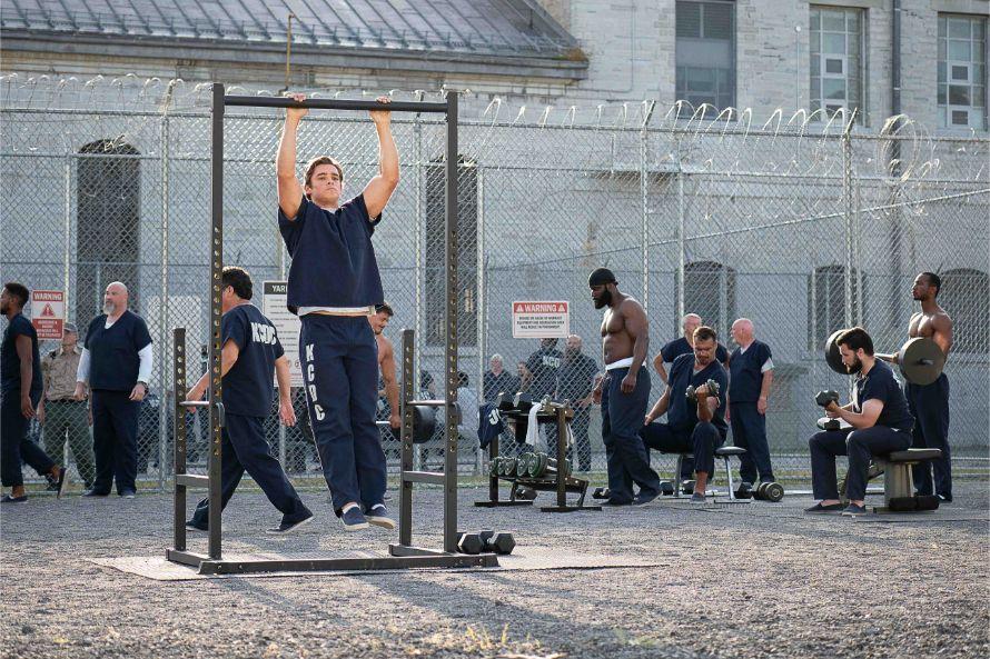 Titans_Fallen_Brenton_Thwaites_Dick_Grayson_Prison
