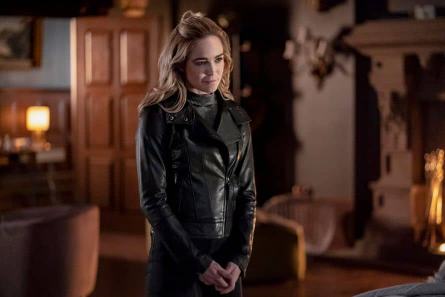 Arrow Stephen Amell Fadeout Caity Lotz